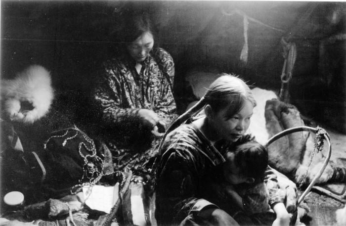Anastasia Lapsui, Markku Lehmustallio - set cants a la tundra