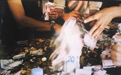 Angelika Levi - Hay que gastar dinero